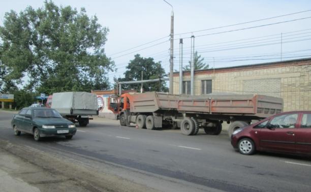 Грузовик сбил пешехода на Венёвском шоссе