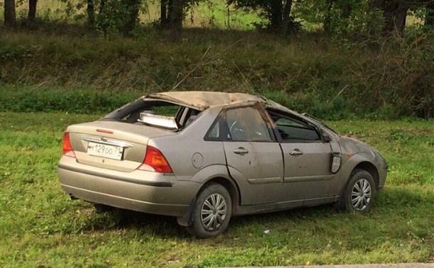 На Венёвском шоссе Ford врезался в основу рекламного столба