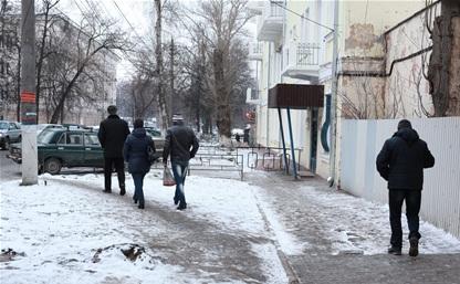 Пешеходы на ул. Жаворонкова ежедневно рискуют жизнью