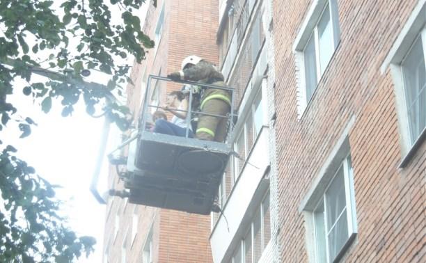 В Туле пожарные спасли 25 человек из горящей многоэтажки