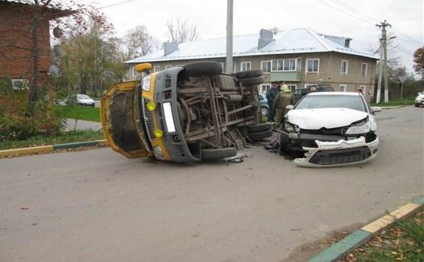 В Венёве пассажирский микроавтобус попал в ДТП