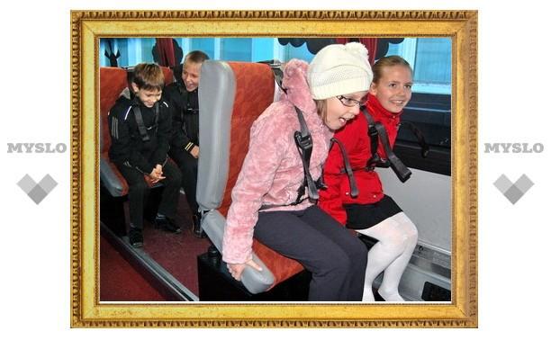 В Туле побывал автобус-тренажер ГИБДД