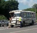 На Новомосковском шоссе КамАЗ протаранил пассажирский ПАЗик