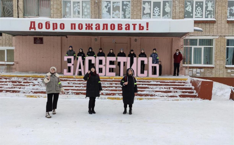 ГИБДД флешмобом «Засветись» напомнила жителям Новомосковска о важности фликеров на одежде