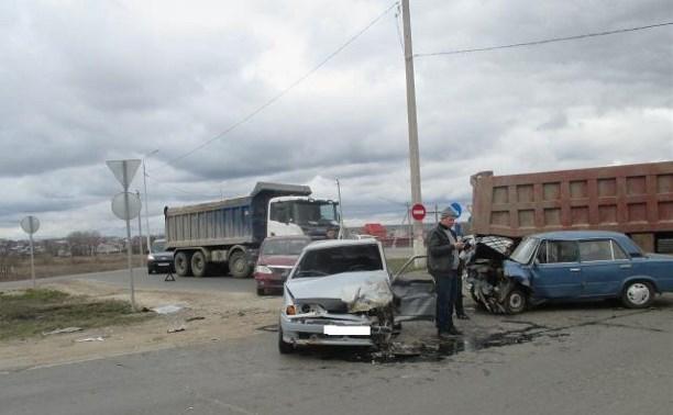 На выезде из Тулы произошло тройное ДТП