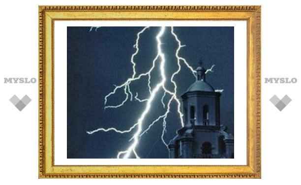 От удара молнии вспыхнула библиотека Киево-Печерской Лавры