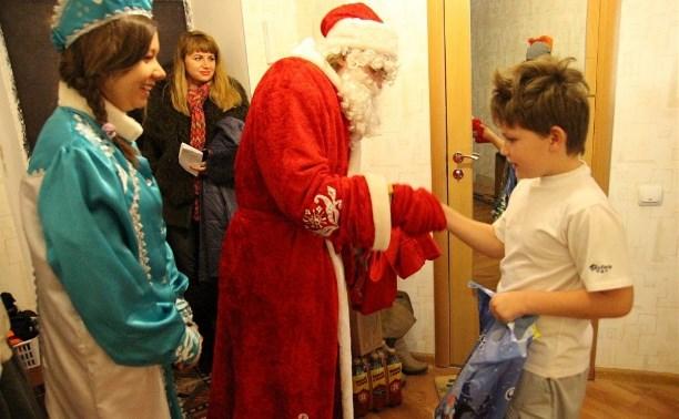 Тульские волонтеры вручили новогодние подарки детям с ограниченными возможностями