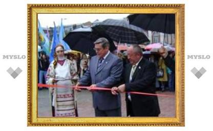 В Туле открылся сквер у памятника Толстому