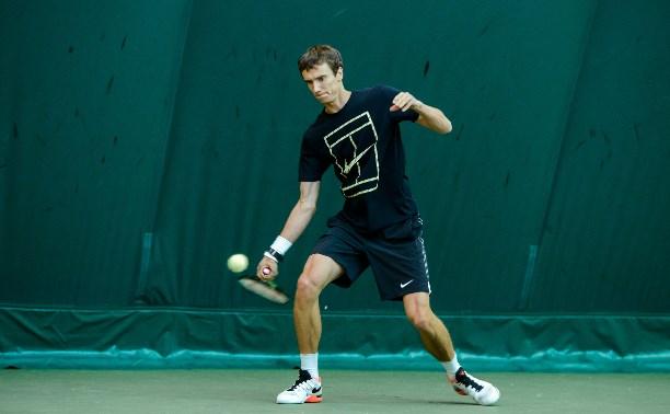 Андрей Кузнецов вышел в третий круг теннисного турнира в Барселоне