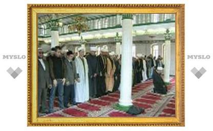 В российских мечетях растет количество прихожан, утверждают мусульманские лидеры