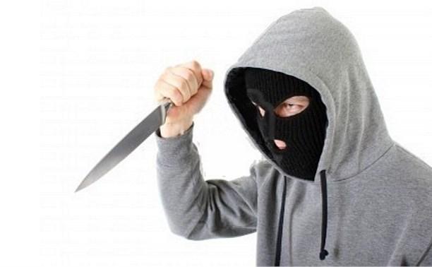 В Туле мужчина в маске ограбил винный магазин рядом с УВД