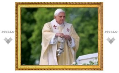 Бенедикт XVI совершил мессу освящения елеев