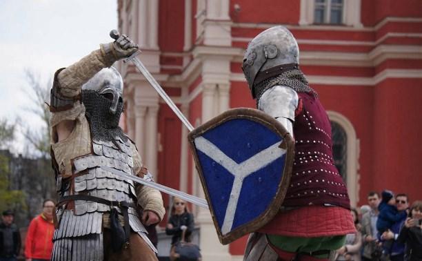 Первомай в Тульском кремле отпраздновали рыцарскими боями и мастер-классами