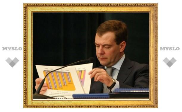 Медведев потратит половину резервного фонда на помощь недоношенным младенцам