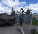 Двое жителей Алексина пытались украсть остановочный павильон