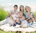 Семьям с тремя детьми и более увеличили выплаты