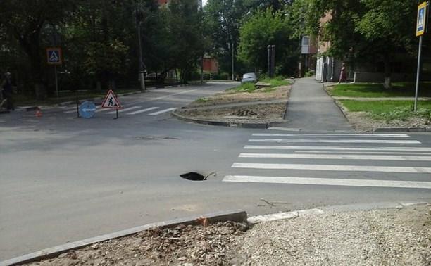 На перекрёстке улиц М. Горького и Галкина провалился асфальт