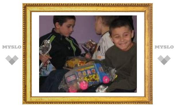 Тульские врачи подарили сиротам праздник