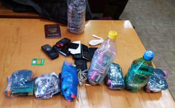 В Плавске мужчина пытался переправить в исправительную колонию 20 мобильников