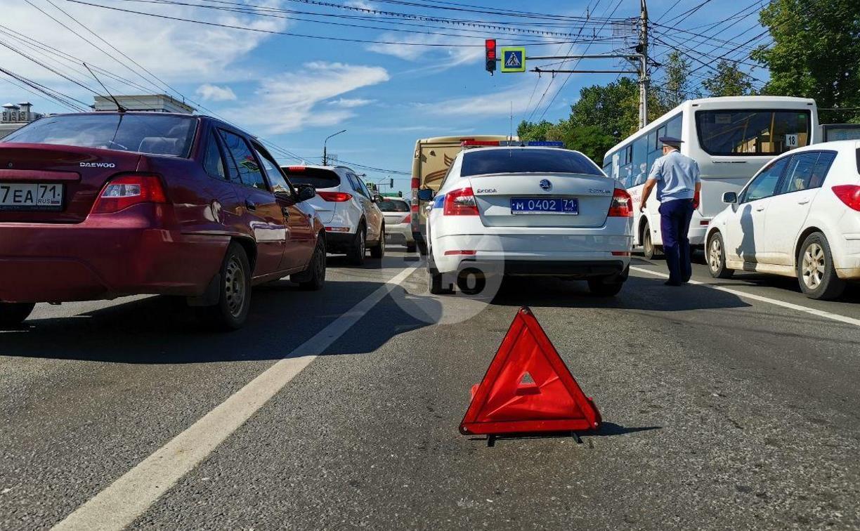В Туле столкнулись броневик и внедорожник Lexus