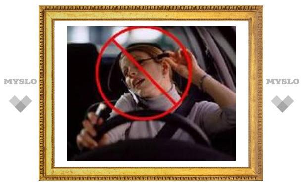 За разговоры по мобильному за рулем британцы могут сесть на два года