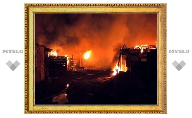 В Туле сгорело два гаража