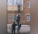 В Туле сотрудники спецотряда «Гром» штурмовали нарколабораторию в жилом доме: видео