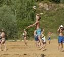 В Барсуках проходит международный турнир по пляжному волейболу