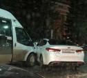 На улице Советской в Туле Kia Optima столкнулась с маршруткой