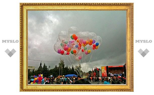 Дождь не помешал тулякам поздравить любимый город с Днем Рождения