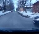 В Туле на улице Бундурина водитель «Опеля» едва не спровоцировал ДТП: видео