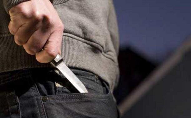 Ранее судимый туляк под угрозой ножа отобрал у прохожего мобильник
