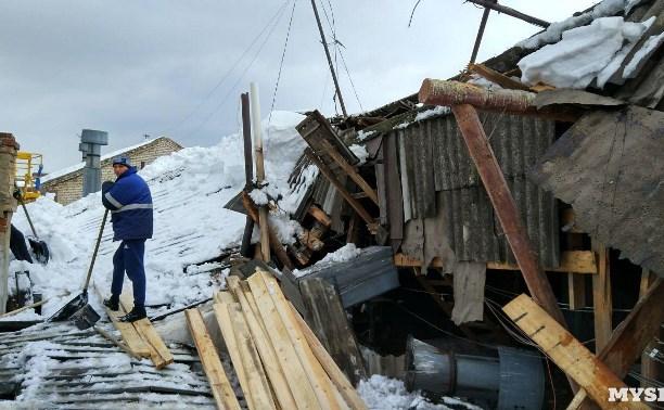 Прокуратура обязала УК «РЭМС» убрать снег с обрушившейся крыши ещё 13 марта