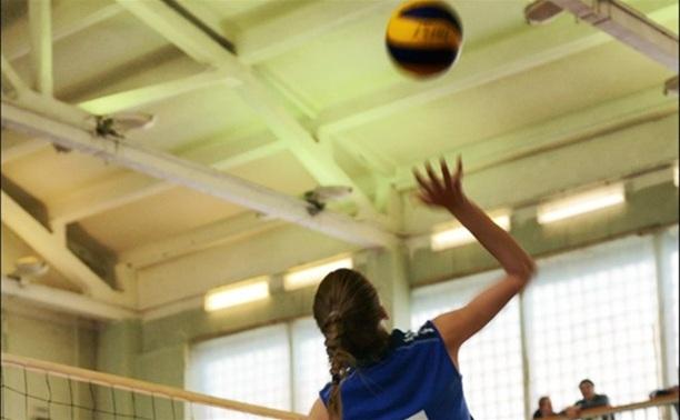 Волейболистки «Новомосковочки» вырвали победу у студенток из Барнаула