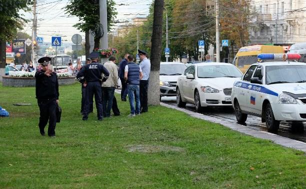 Задержание в центре Тулы: у водителя «Ягуара» изъяли оружие и крупную сумму денег