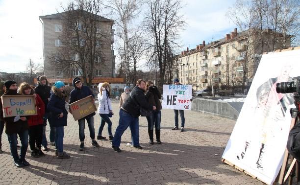 Фанаты Бориса Моисеева закидали певца помидорами