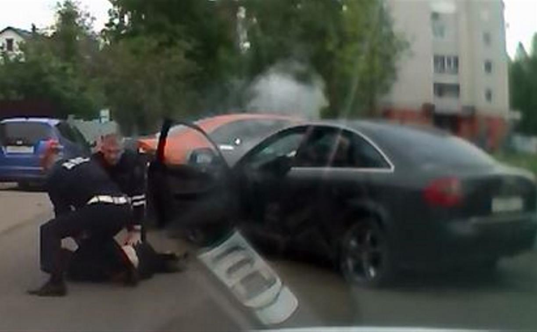Скрываясь от погони ДПС, неадекватный водитель Audi протаранил машину каршеринга: видео