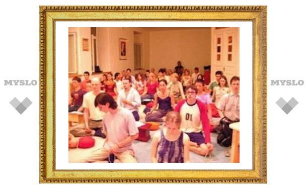 В 550 городах мира проходит трехдневная буддийская медитация