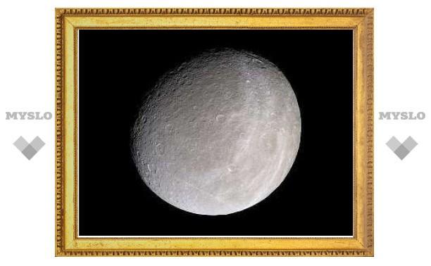 """""""Кассини"""" нашел на спутнике Сатурна кислородную атмосферу"""