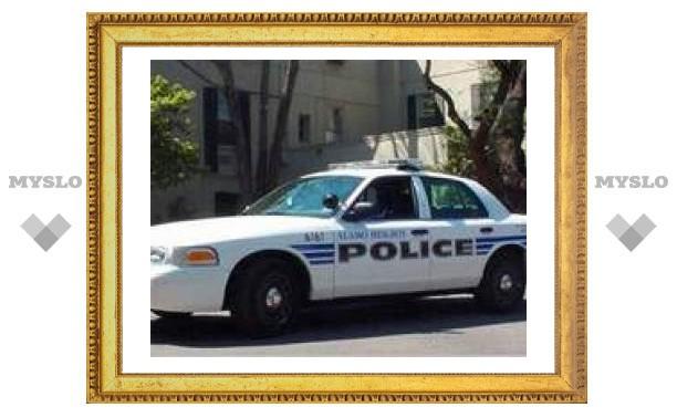 В Техасе голый мужчина напал в здании суда на полицейского