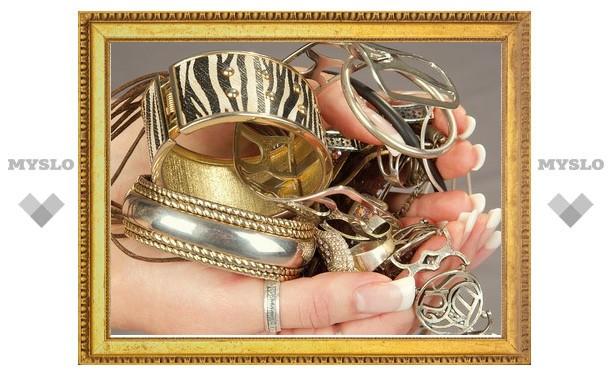 Тулячка лишилась золота на 37 000 рублей
