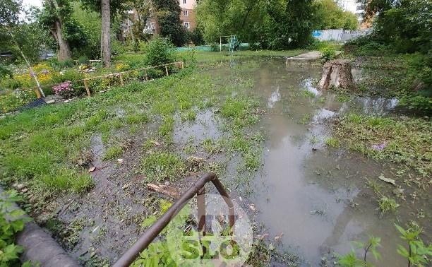 В Туле несколько дворов на Красноармейском проспекте затопило нечистотами