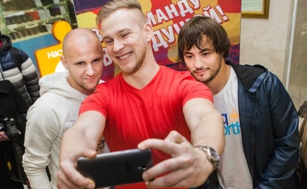 Футболисты «Арсенала» встретились с болельщиками в ТРЦ «РИО»