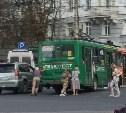 В центре Тулы пассажирам пришлось выталкивать троллейбус с перекрёстка