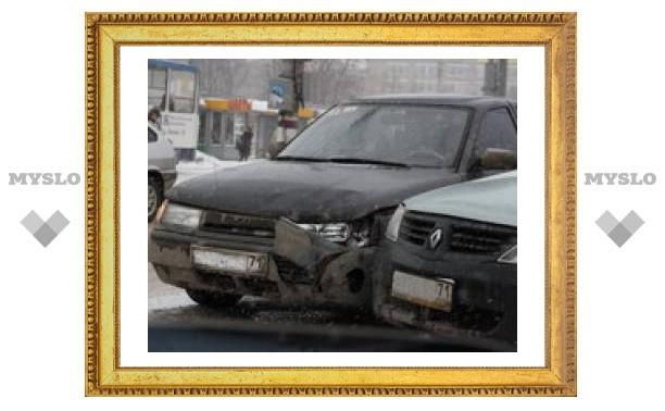 Авария парализовала движение на юге Тулы
