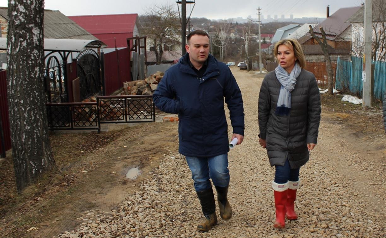 Жители Косой Горы лишились дороги из-за замены канализации: на месте побывала мэр города