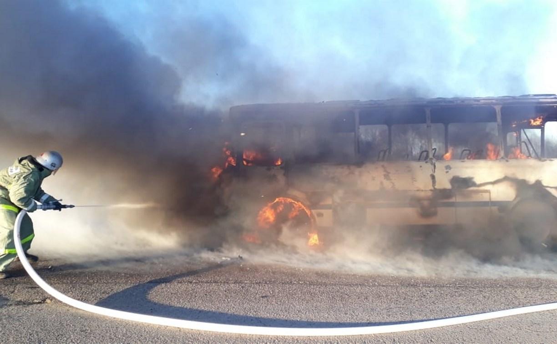 В Тульской области на ходу загорелся пассажирский автобус