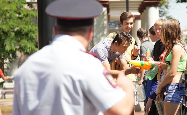 Полиция разогнала водный флешмоб у драмтеатра