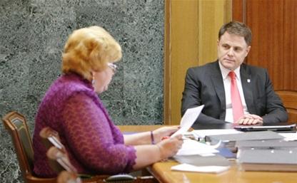 Груздев обсудил проблемы образования с депутатом Госдумы Надеждой Шайденко