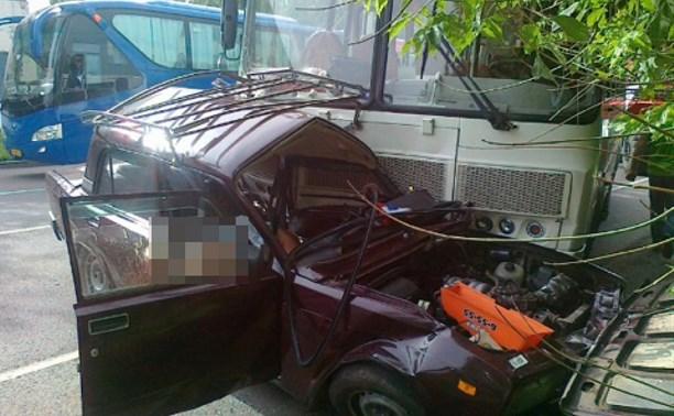 Смертельное ДТП на М-2: «семерка» врезалась в пассажирский автобус